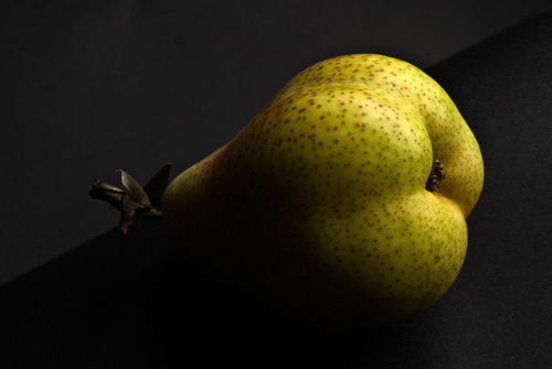 chiaroscuro or Rembrant lighting on a pear