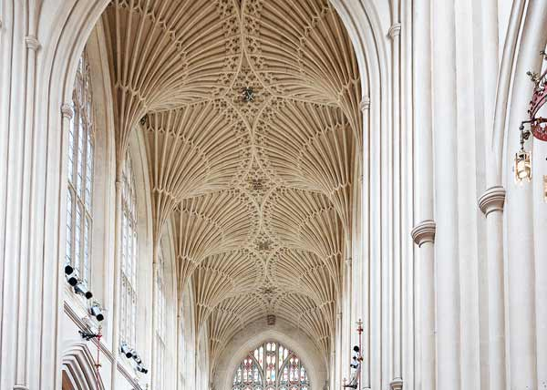 photo of the interior of Bath Abbey showing fan vaulting