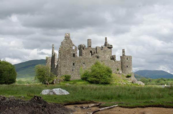 Kilchurn Castle From The Loch