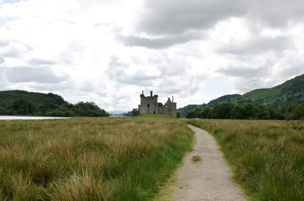 approaching Kilchurn castle