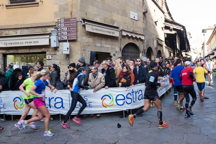 marathon-runners-on-the-ponte-vecchio-in-Florence