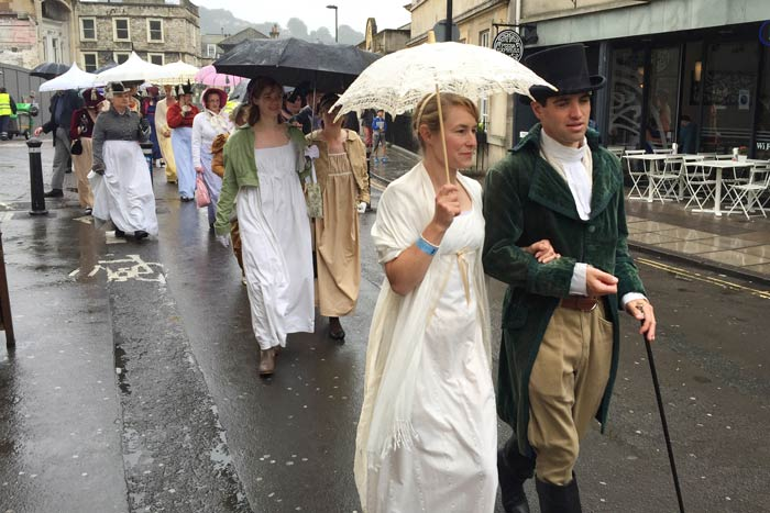 romantic-couple-in-regency-procession-in-Bath