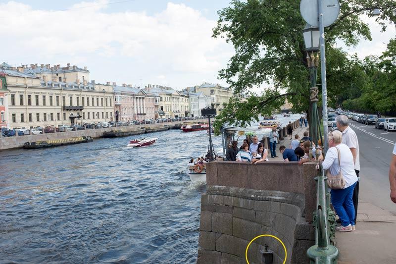Chizhik-Pyzhik - tiny statue of a bird on a pedestal built into the stonework of the riverside near the Pantelejmonov bridge that crosses the River Fontanki in Saint Petersburg